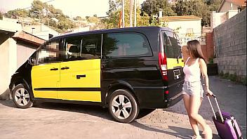 La canaria Aysha X follando en el maletero de un taxi