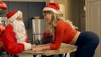 Madre e hija comparten la Navidad follándose juntas a Papá Noel