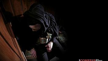 Perra infiel paga sus pecados follando en el confesionario