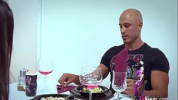 Españoles se ponen a follar mientras tienen una cita romántica