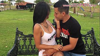 Sexo en el parque con una mexicana preciosa