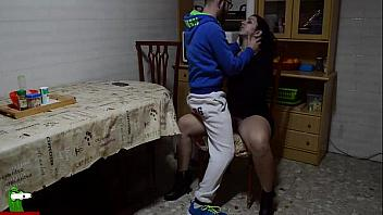 Parejita española follando en la casa de los abuelos