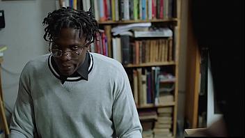 Morena muy puta conoce a un negro con pollazo en la biblioteca