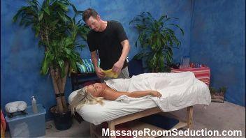 La cámara pilló al masajista metiéndosela a su clienta