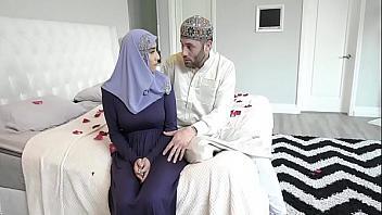 Tetona árabe se deja follar por primera vez por su prometido