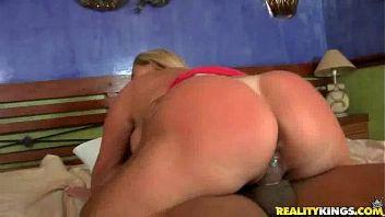 Brasileña gordita disfruta grabándose en plena faena
