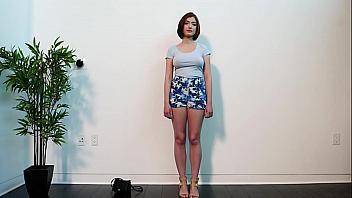 Putita americana con las tetas gordas en su primer casting porno