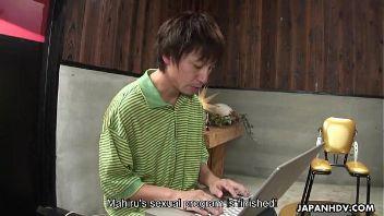 Vídeo de japonesa prohibido en toda Asia por ser prueba de cómo obligan a una joven a ser grabada mientras la masturban