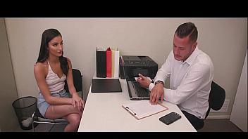 Follando con una empleada muy caliente en una entrevista de trabajo