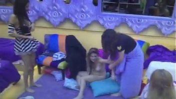 Marian Farjat de gran hermano Argentina 2015 borracha y completamente desnuda como una puta