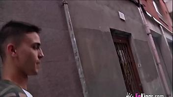 Madura española muy viciosa se corre follando con un yogurín
