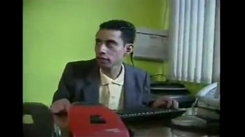 Jovencita mexicana le pide a Santa un vibrador gigante para masturbarse con el
