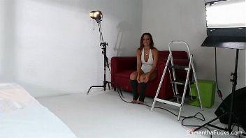 Samantha Saint en una sesión de fotos erótica con una rubia perfecta