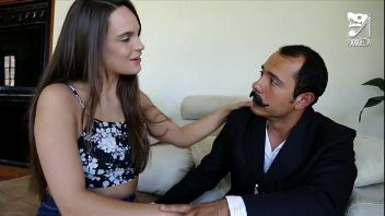 Mexicano follador entra hasta la casa de un inocente jovencita para penetrarla a más no poder