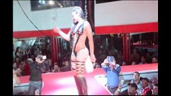 Fiesta colombiana termina en un show erótico que ninguno de los presentes podrá olvidar
