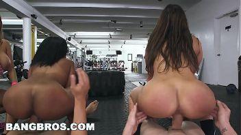 Valerie Kay y dos amigas son folladas en el gym por sus entrenadores