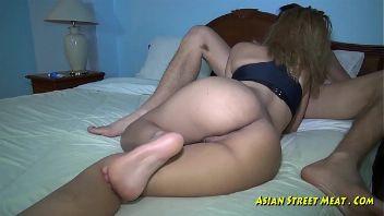 Prostituta de singapur en un encuentro sexual apasionado con un turista adinerado