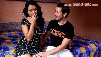 Chica es engañada con concurso de besos y termina cogida en hotel