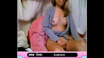 Colegiala webcam gringa y petite se masturba rico delante de la cámara