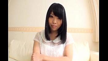 Dulce japonesa con grandes tetas y coño peludo follando sin parar