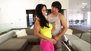 Pide clases de baile por la TV y termina follada por un mexicano
