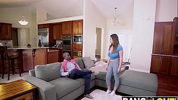 Se folla a la sirvienta de su novia por ser una puta tetona muy viciosa