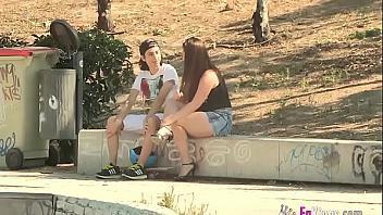 Madura española se folla a un chaval de 18 años recién cumplidos