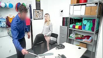 Joven rubita violada por el encargado de seguridad
