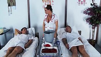 Enfermera caliente de hospital privado se folla a todos sus pacientes