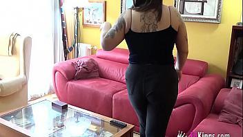Española tetona se folla a un frikazo como ella