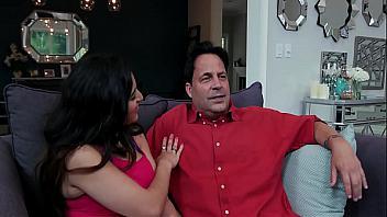 Gabriela Lopez cumple su fantasía de follar con su padre