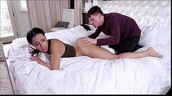 Diamond Banks practica sexo anal por primera vez