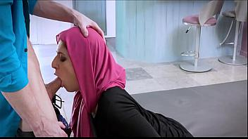 Por el culo a una adolescente con Hijab