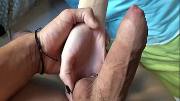 Padre se folla a su hija mientras duerme (incesto)