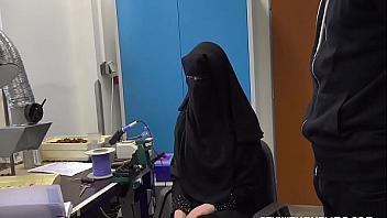 Musulmana follada por su jefe por no hacer un buen trabajo