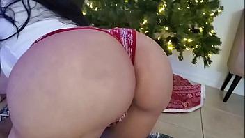 Culona recibe una buena follada como regalo de Navidad