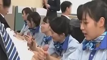 Azafatas de avión japonesas se entrenan para ser unas buenas putas