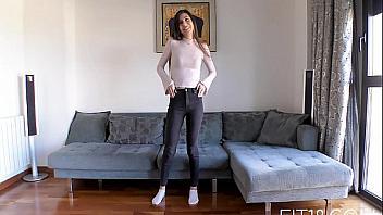 La adolescente árabe Anya Krey follada en un casting porno