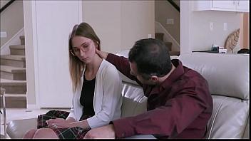 El padre de Macy Meadows se la folla con la ayuda de su madre