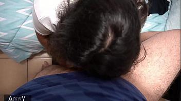 Su novia colegiala se deja follar por el culo a pelo