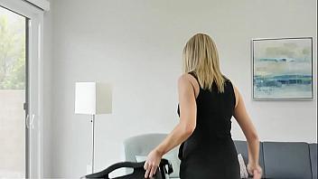 Elle McRae se folla a un jovencito a espaldas de su marido