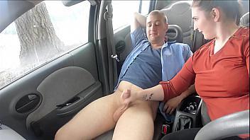 Gordita nalgona follada en su coche por un desconocido