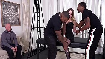 Kenzie Madison follada brutalmente por dos negros delante de su esposo