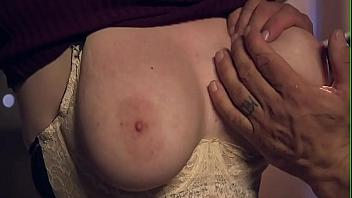 Pelirroja sometida y follada de forma brutal en una sesión de bondage
