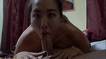 Japonesa entrena para ser maestra de la garganta profunda y el anal