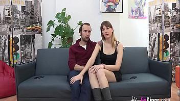 Parejita española se anima a probar follando mientras les graban haciendo porno