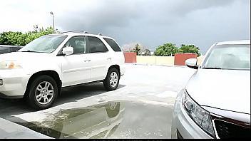 Ladrón de coches la secuestra y la viola de una forma brutal