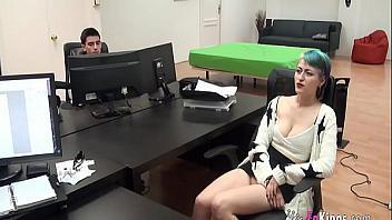 Española chupa polla y folla como una guarra en el primer casting porno al que se presenta