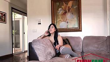 Zorra llama a un amigo para que se corra dentro y la deje embarazada