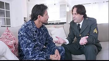 Padres militares se intercambian a sus hijas y las someten violándolas